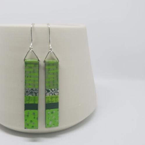 Circle & Dash long slim earrings - lime