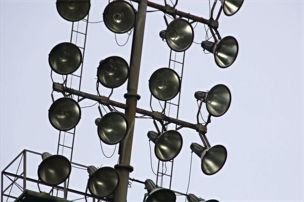 Fier staat de stadionverlichting nog overeind. Tot ver in de omtrek kun je deze gebruiken als oriëntatiepunt voor het bereiken van Vakantie in Wageningen