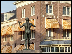 Hotel de Wereld met blote Jan