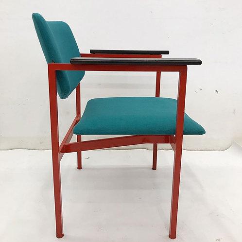 Cadeira com encosto e assento ajustável