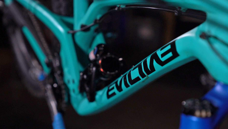 EvilTheCalling_Downtube_OnStand.jpg