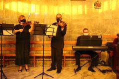 Ceremonia litúrgica con cuarteto de cuerdas, soprano y órgano.JPG