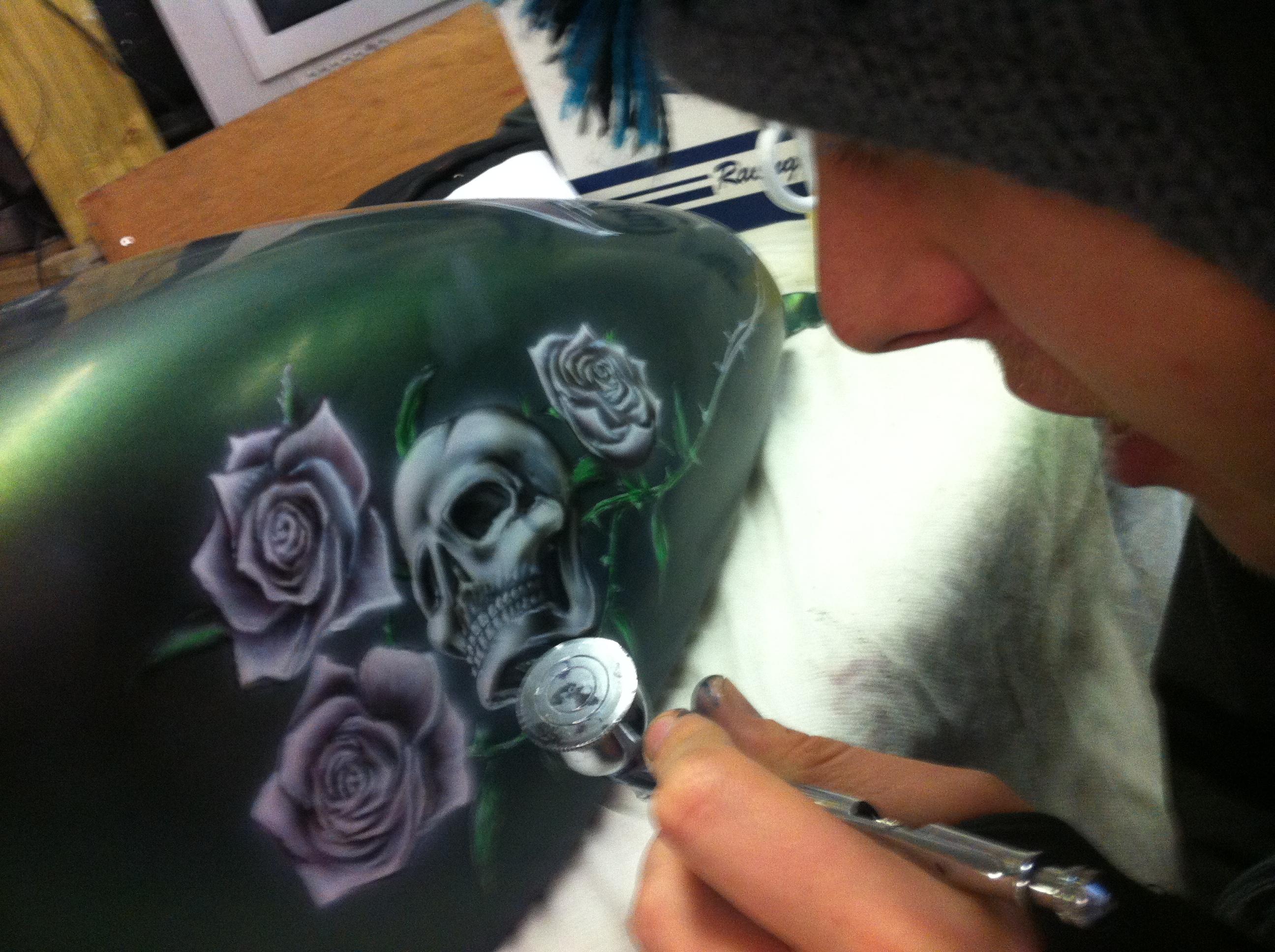 skull and roses Scott Airbrushwork