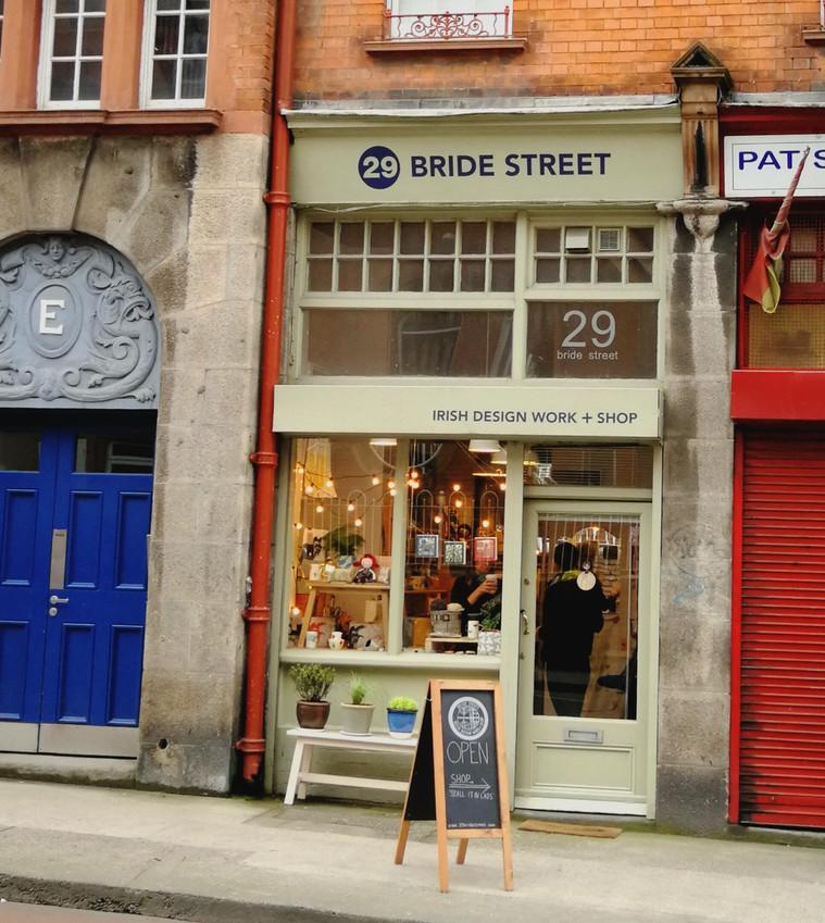Craft shops Dublin: 29 Bride St. MAKA Ceramics handcrafted jewellery, ceramic pendants, Irish craft stockist
