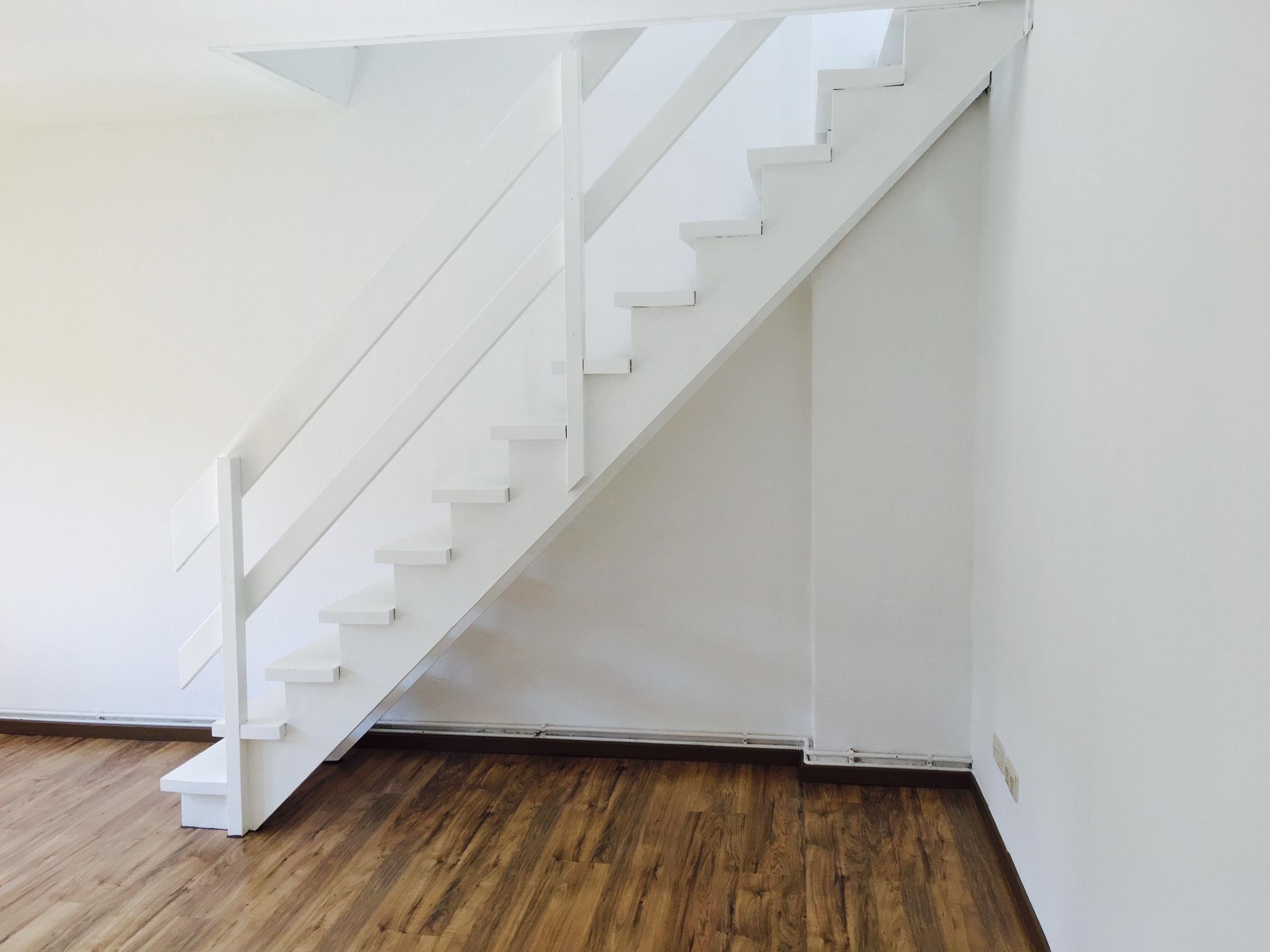 Treppe vom Wohnzimmer