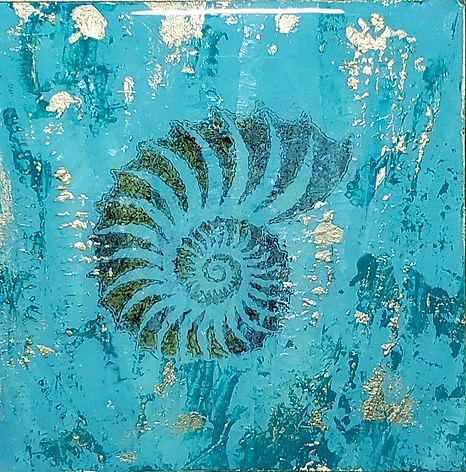 Nautilus in Gold_Resin Acrylic-6x6-wood panel (front view)_edited.jpg