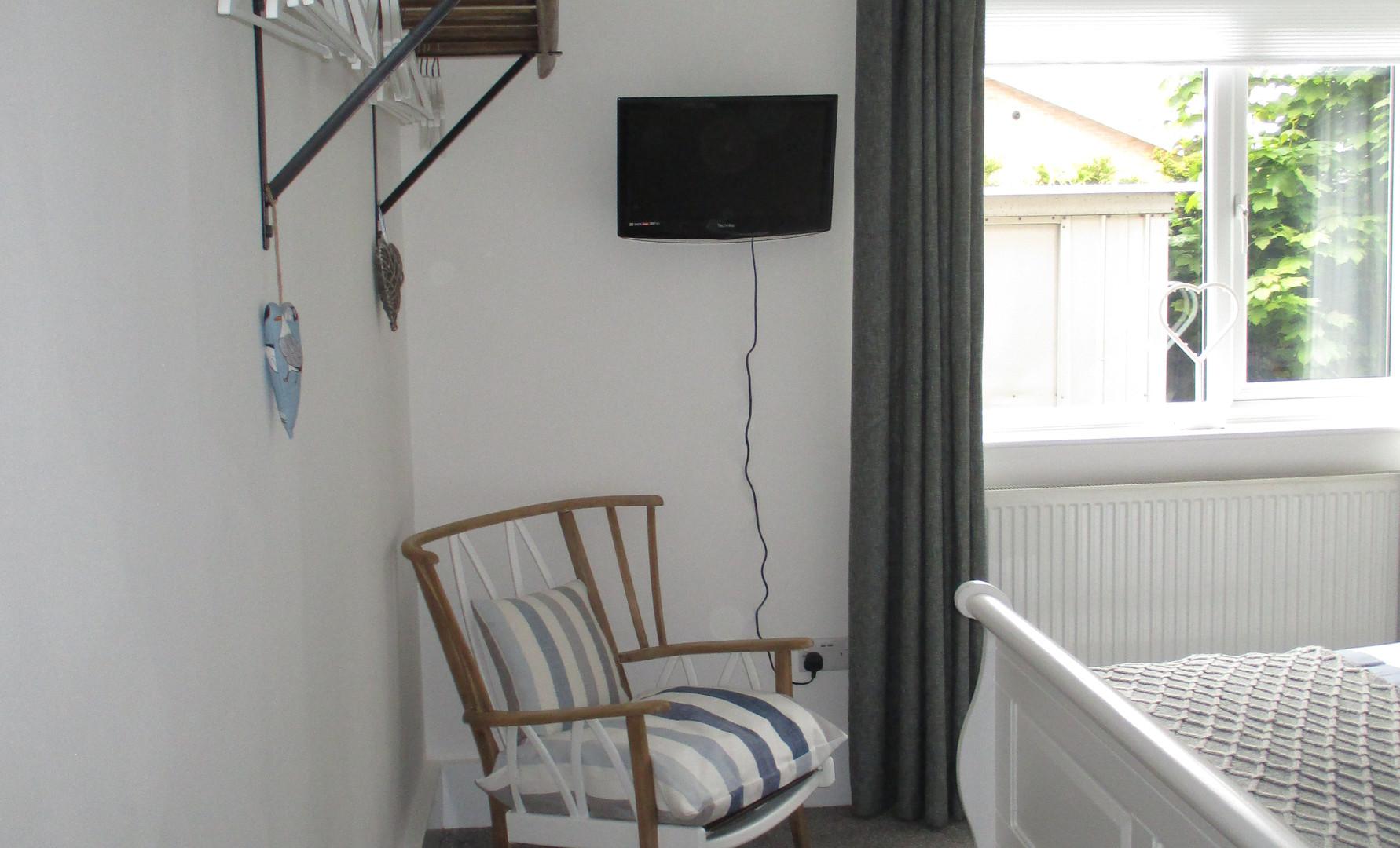 """Master bedroom 21"""" TV/DVD"""