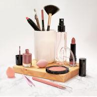 Cosmetica-compositie op marmer