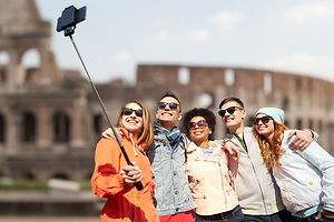 Group-photo-at-the-coliseum-ruins-in-rom