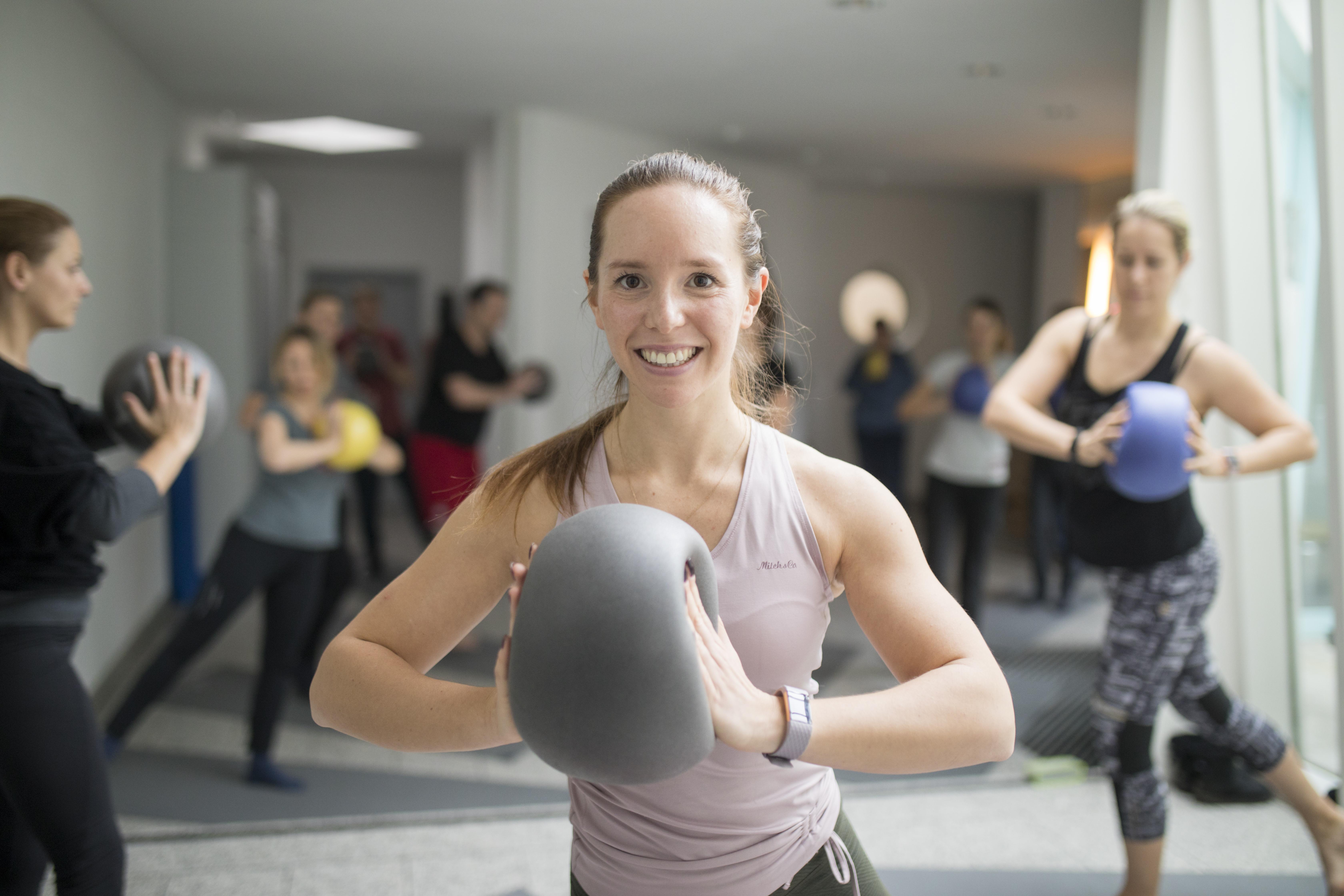 Fitnesstraining im Gruppenkurs