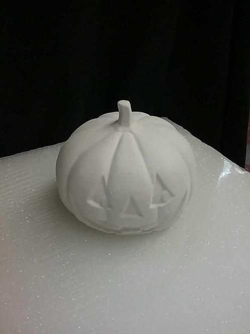 Medium smiling pumpkin