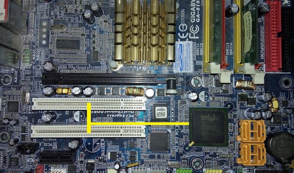 Placa-mãe GigaByte GA-8i945G MF com apenas 2 slots PCI