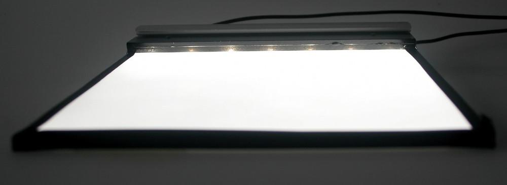 Difusor de luz de uma tela LCD