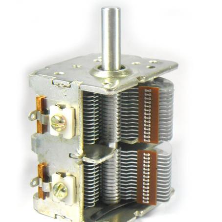 Cap. 2.7. Os componentes: Capacitor variável