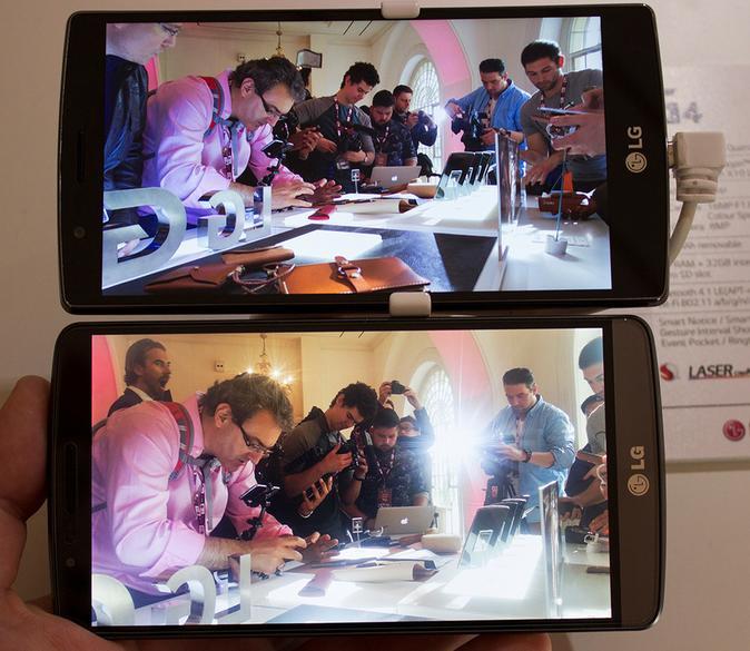 LG G4 com LCD TFT QIPS e um outro smartphone sem QIPS