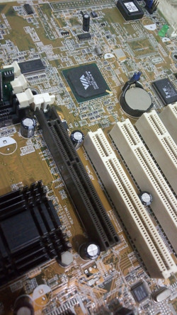 Slots AGP e PCI numa ASUS A7V8X X