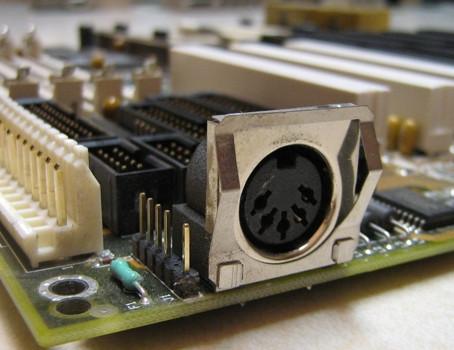 O Passado - Interface DIN 41524 para teclados