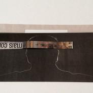 Dobra no 4, 2015. Página de jornal recortada e dobrada 14 x 32 cm