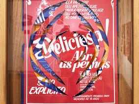 Série Peles. Delícia, delícia, delícia 2021 31,5 x40 cm Cartazes originais de filmes pornográficos anos 70 e 80, vidro e madeira Único