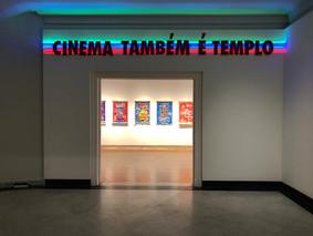 Cinema Também é Templo 2016 0,30 x 5 m Instalação Madeira, luz de led, aluminio