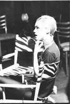 edie-sedgwick-in-chair-1965tif
