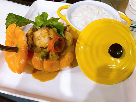 Seafood Curry in a Mini Pumpkin – Happy Fall!