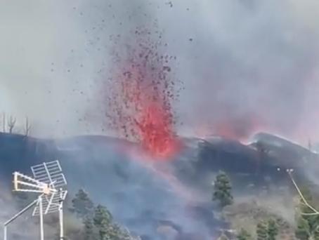 Desalojan a más de 5 mil personas por erupción de volcán