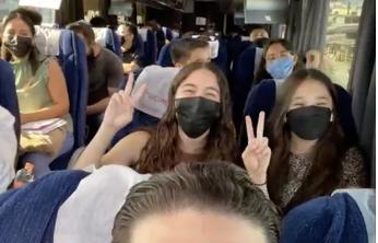 Menores de NL y Sonora  salen en  caravanas hacia frontera para vacunarse