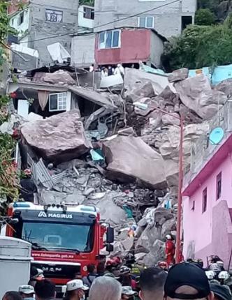 Derrumbe de Cerro sepulta casas y hay desaparecidos