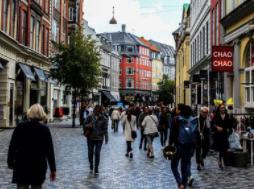 Tras vacunar al 73% de su población Dinamarca levanta todas restricciones