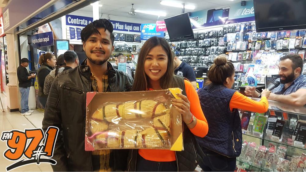 Haciendo entregas de las roscas de reyes con nuestros amigos de #ahorrocel y la #971FM.
