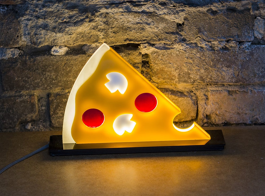 Peperoni and champignons pizza slice table lamp