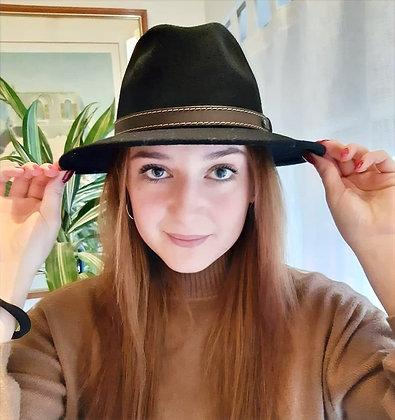 Cappello tesa larga e piatta, cinturino in cuoio