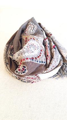 Sciarpa lana 100% ricamata a mano BEIGE