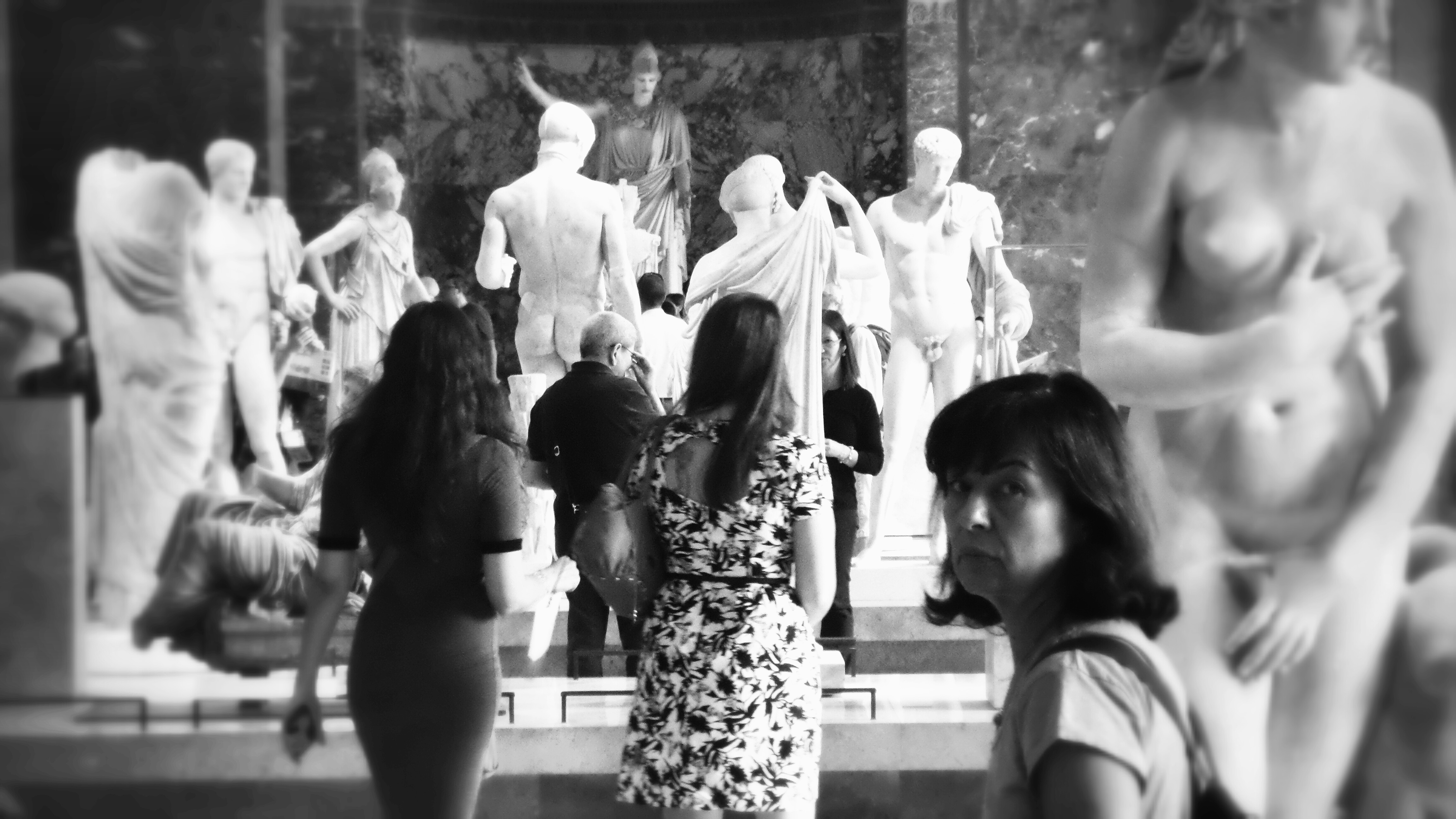 Flickr - Louvre glances
