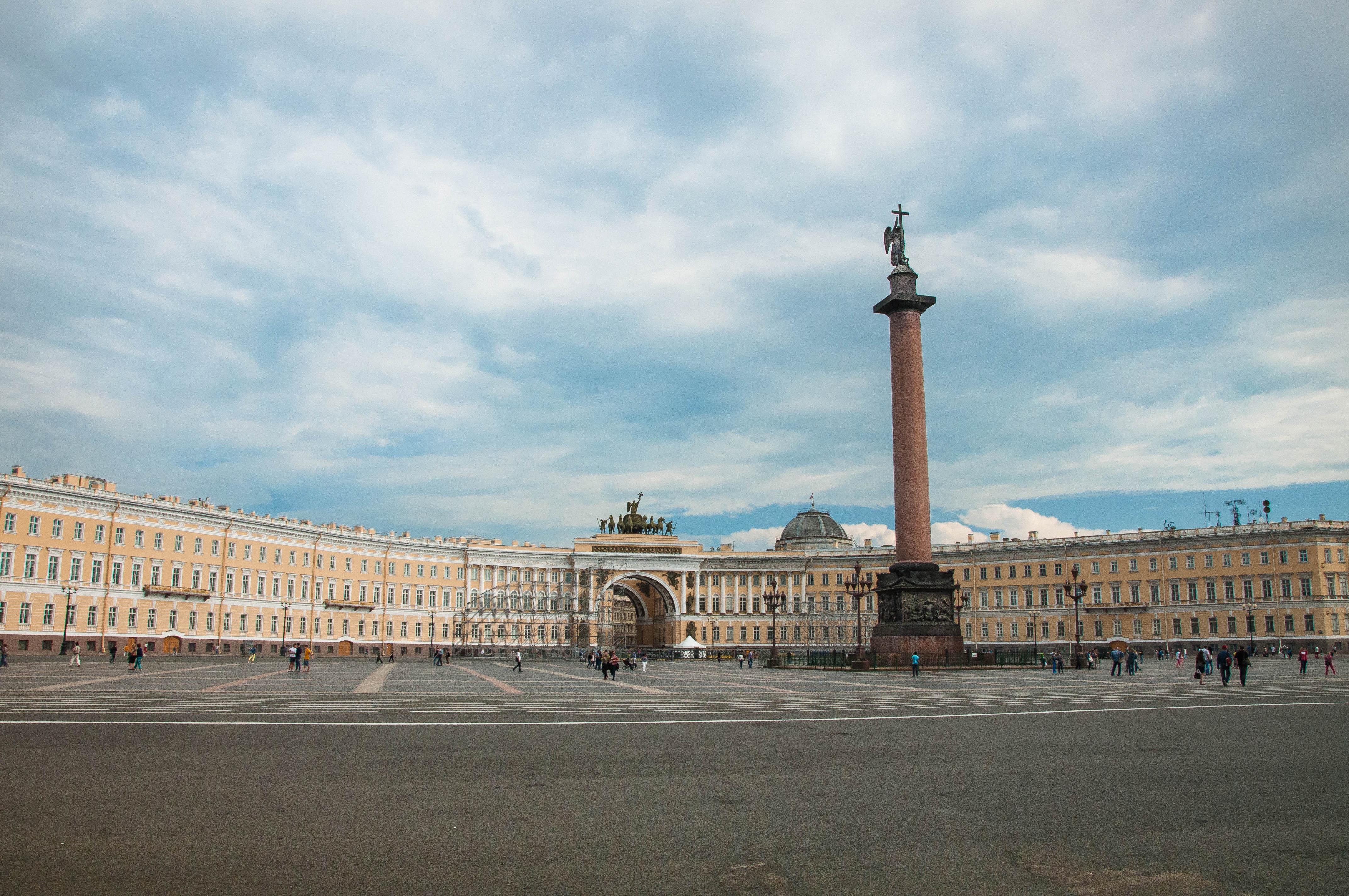 Flickr - Piazza del palazzo, St Petersburg.jpg