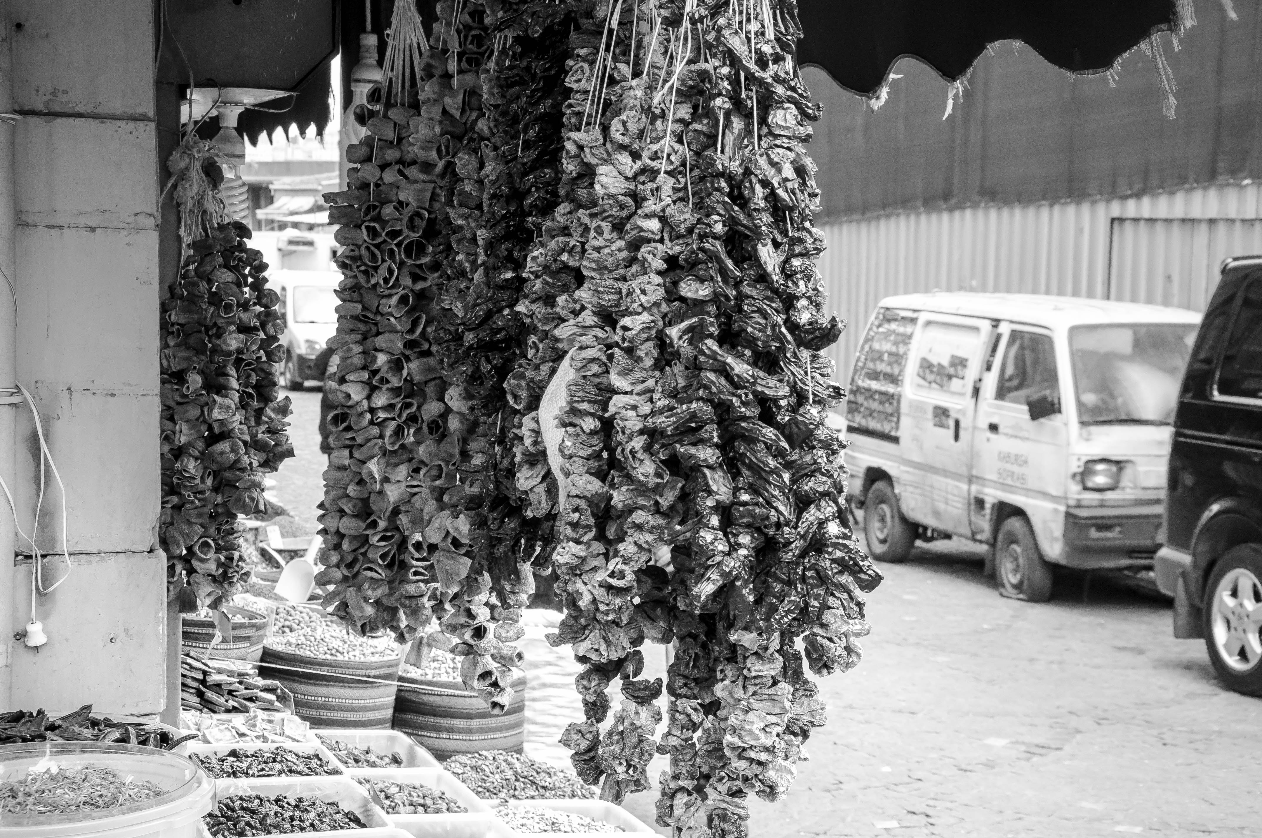 Flickr - Schegge di Istanbul, il mercato delle donne.jpg