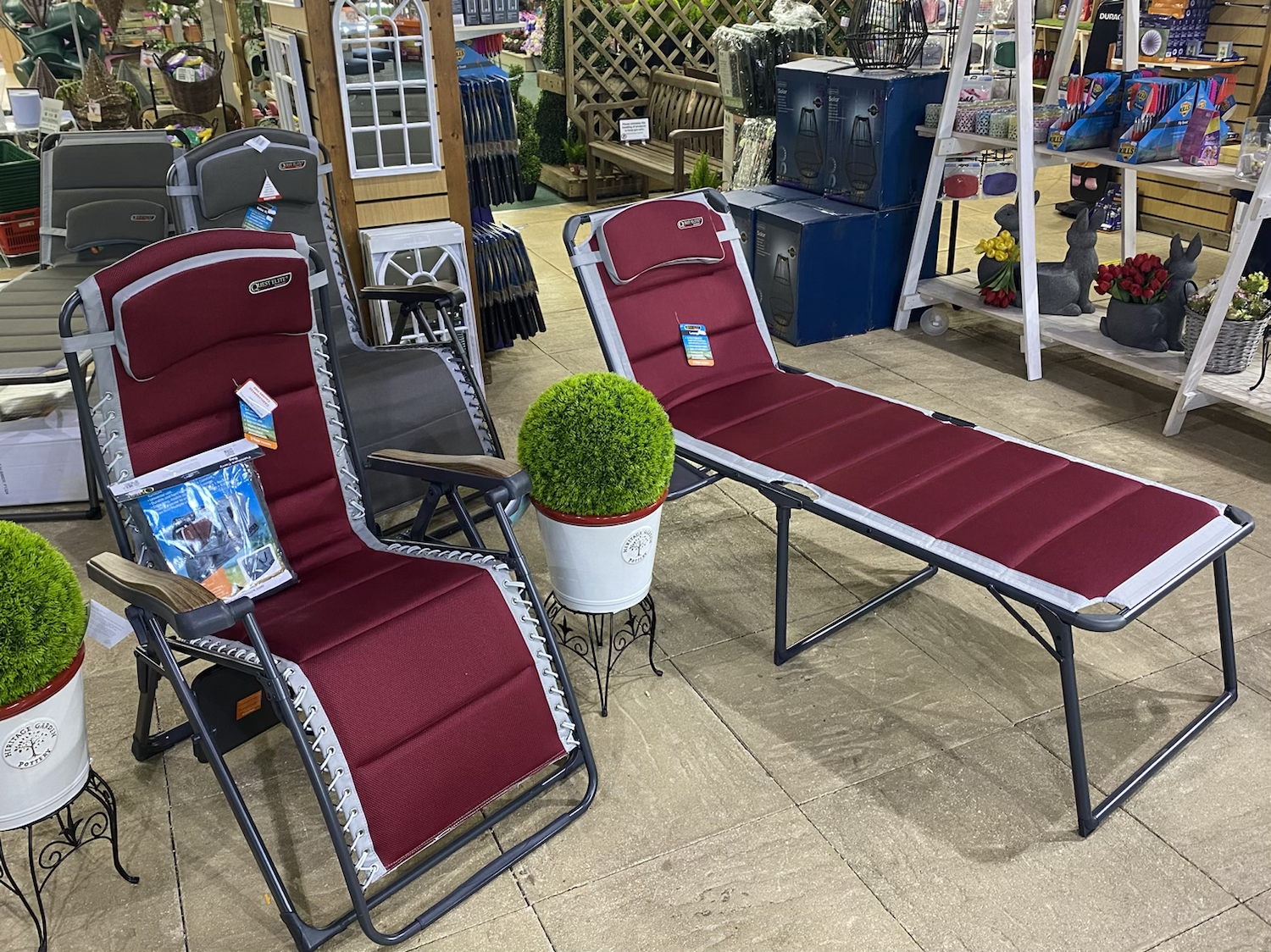 Quest Bordeaux Pro Comfort Gravity Relaxer - £179.99 & Lounge Bed - £169.99