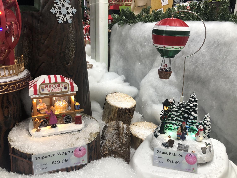 Popcorn Wagon & Santa Balloon