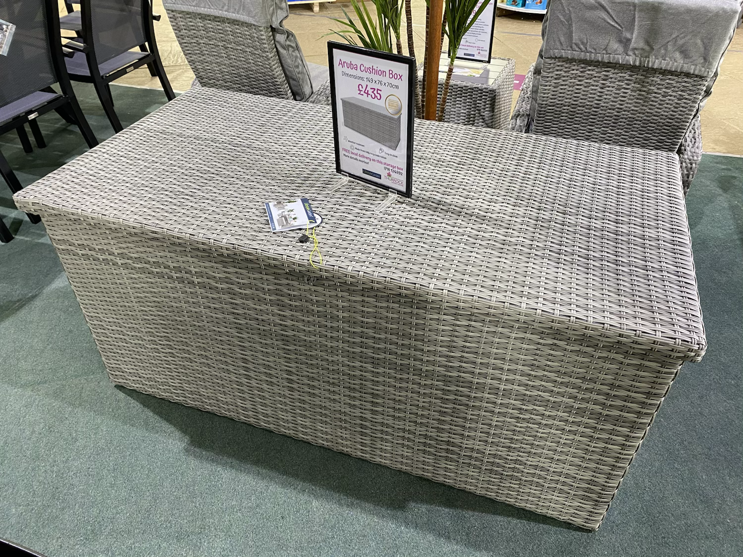 Aruba Cushion Box - £435