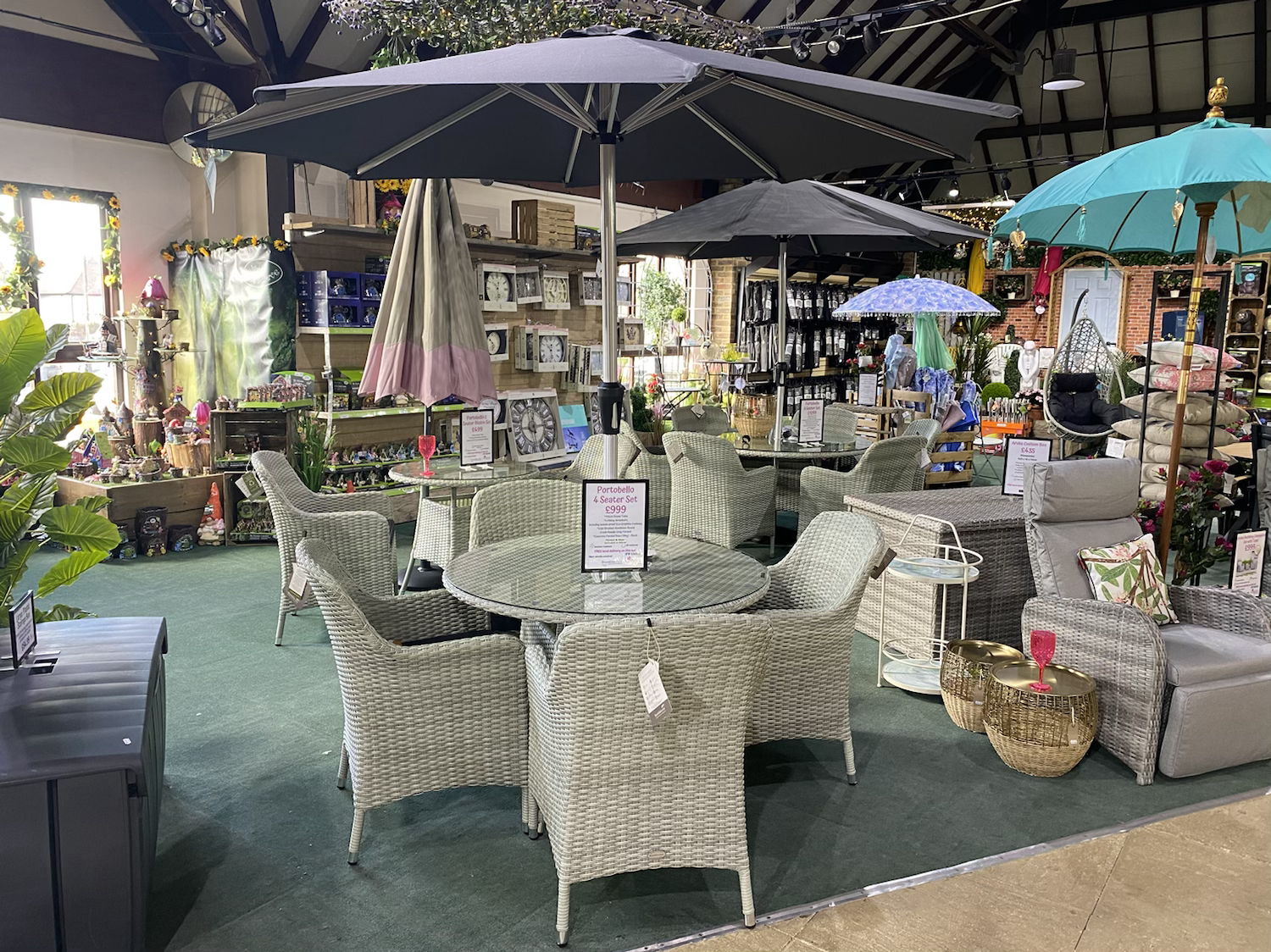 Portobello 4 Seater Set with Parasol & Base - £999