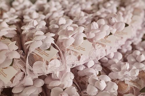 tecido renda com camélia em algodão