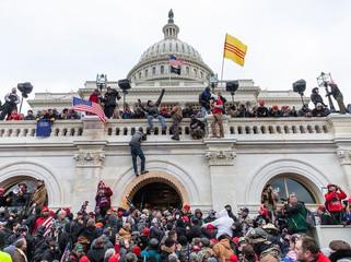 Crisis at The Capitol : EN/ES