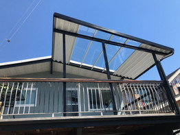Combined aluminum and glass patio cover