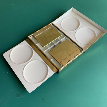 Flap mixing tray folded out