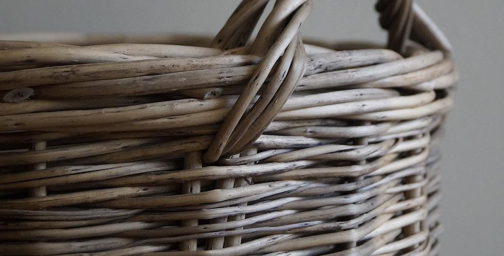 Canasto gris tejido rústico