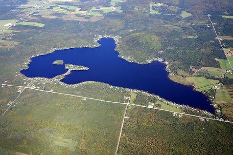 Lac_du_Huit-VueAérienne.jpg