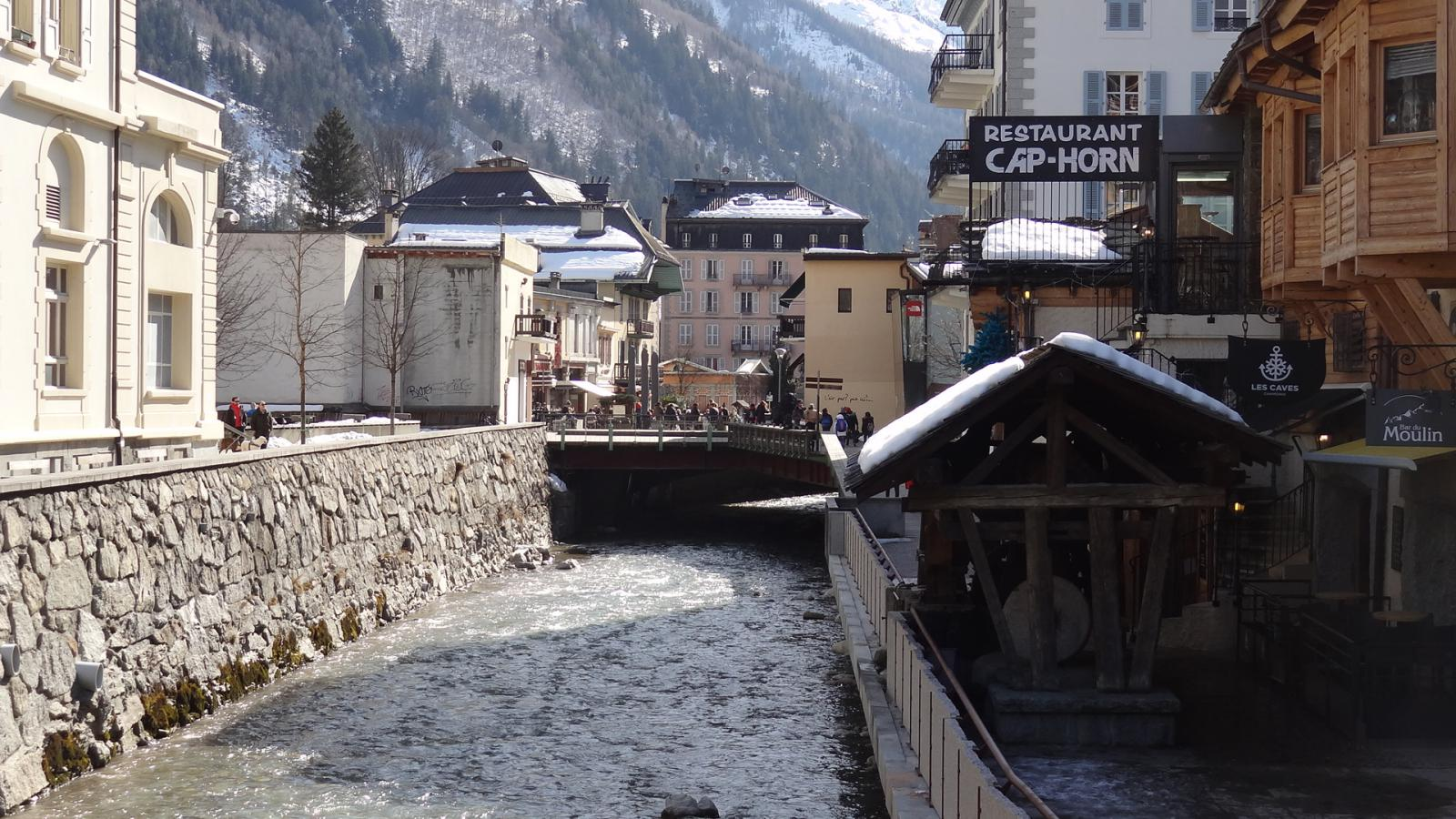 bar-du-moulin-chamonix-mont-blanc-14283366530