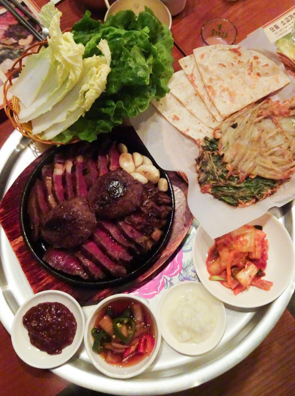 Food at Ssal Bori Ssal restaurant in Hong Kong