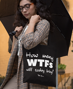 mockup-of-a-fancy-woman-carrying-a-tote-